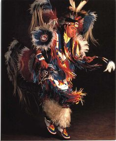 Choctaw Feather Dance  http://www.native-american-beadwork.net/pics/09_what_is_a_pow_wow/benmarra_fancy1.jpg Native American Men, Native American Regalia, Native American Beadwork, American Indian Art, Choctaw Indian, Native Indian, Native Art, Choctaw Nation, Michael Roberts