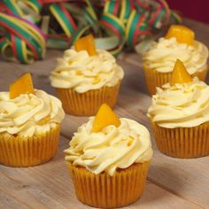 Tropische mango cupcakes Mango Cupcakes, Cute Cupcakes, Mango Muffins, Food Items, Clay Crafts, High Tea, Frosting, Cupcake Cakes, Cooking