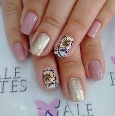 Unhas Decoradas com Flores How To Make Hair, Nail Care, Hair And Nails, Diana, Nail Art Flowers, Flower Nails, Perfect Nails, Pretty Nails, Flower Nails
