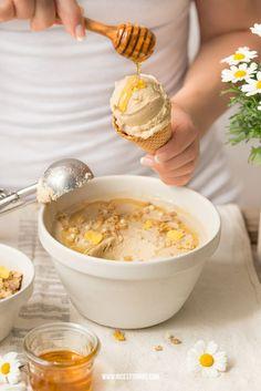Kamillen Eiscreme mit Honig und Orangen-Muesli-Knuspercrunch
