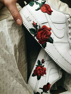 44 Must-Have Sneakers That You Might Want to Gift Yourself, sneakers, awesome sneaker, nike force, sneaker best sneakers Sneakers Mode, Best Sneakers, Sneakers Fashion, Fashion Shoes, Souliers Nike, Nike Shoes Air Force, Nike Air Force High, Aesthetic Shoes, Hype Shoes