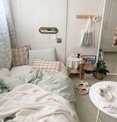 Room Ideas Bedroom, Small Room Bedroom, Home Bedroom, Bedroom Beach, Deco Studio, Decoration Bedroom, Aesthetic Room Decor, Minimalist Room, Cozy Room