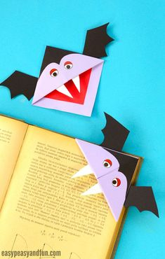 Vampire Corner Bookmark Idea #halloween #halloweencrafts #origami #cornerbookmarks - this halloween craft for kids is perfect to make in the classroom or in the library.