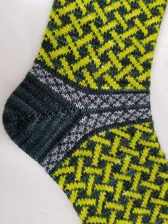 Ravelry: Lattice Laine Socks pattern by Maria Do Souto Crochet Socks, Knitted Slippers, Knit Mittens, Knitting Socks, Hand Knitting, Knit Crochet, Crochet Granny, Loom Knitting Patterns, Knitting Blogs