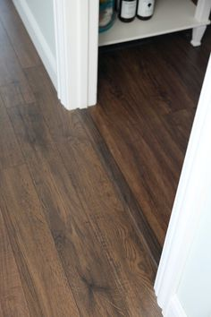 Do it Yourself: Floating Laminate Floor Installation - Bodenbelag Laminate Flooring Colors, Installing Laminate Flooring, Vinyl Plank Flooring, Wood Laminate, Stone Flooring, Hardwood Floors, White Flooring, Plywood Floors, Terrazzo Flooring