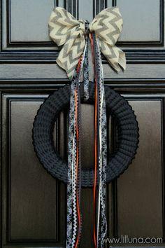 Halloween Ribbon Wreath Tutorial on { lilluna.com } #halloween #wreath