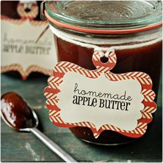 Fall wedding favors you can do yourself. Rich and sweet slow cooker apple butter. Simple and totally delicious! Recipe at Jamie (My Baking Addiction) Fall Wedding Cakes, Wedding Favors Cheap, Wedding Decor, Rustic Wedding, Christmas Jar Gifts, Christmas Traditions, Homemade Apple Butter, Homemade Cheese, Diy Gifts In A Jar
