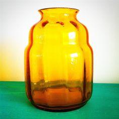VAAS Amberkleurig Leerdam glas genummerd S20 niet gesigneerd, ik vermoed van de ontwerper Copier Hoogte van de vaas is 15…
