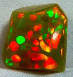 Ethiopian Welo opal with 'honeycomb' pattern.