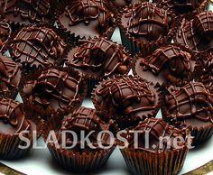Nugátové košíčky s oříškem Christmas Goodies, Christmas Baking, Cupcake Recipes, Baking Recipes, Czech Recipes, Mini Cakes, Nutella, Sweet Tooth, Food And Drink