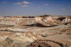 Désert du Néguev, J'ai pris cette photo dans le désert du Néguev, entre Beer-Sheva et Mitzpe Ramon, dans le parc national d'Ein Avdat. Je me trouve au pied du kibboutz Sde Boker, où se sont installés, en 1953, David Ben Gourion, fondateur de l'Etat d'Israël, et Paula, son épouse. Je suis restée trois jours dans cette région, au milieu du désert silencieux qui s'étend à perte de vue. Contraste saisissant avec la frénésie de Tel-Aviv et de Jérusalem, et la luxuriance des collines du Nord.