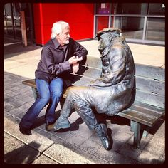 Kenny Rogers chatting with a fan. #toronto #kennyrogers #author #Instagram