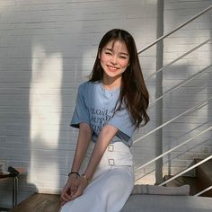 Image may contain: 1 person, standing Korean Beauty Girls, Pretty Korean Girls, Cute Korean Girl, Korean Boy, Ulzzang Fashion, Korean Fashion, Ulzzang Korean Girl, Western Girl, Korean People