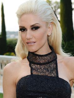 Gwen Stefani - smokey eye, nude lip, voluminous hair