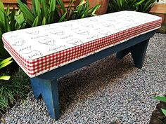 Bench: upholstered in cute hearts and red checkered fabric. Upholstered Bench, Outdoor Furniture, Outdoor Decor, Scrap, Old Things, Hearts, Table, Fabric, Pictures