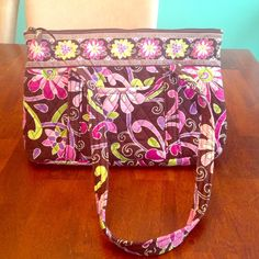 Never used Vera Bradley bag Never used Vera Bradley bag. Six open pockets inside. One pocket outside on front. Perfect for every day wear! Offers welcome! Vera Bradley Bags Shoulder Bags