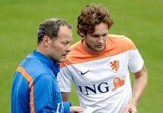 2-Jul-2014 12:34 - 'HET IS NIET ZO DAT IK 'PAPA' ROEP ALS IK OP HET VELD STA'. Daley Blind prijst de kwaliteit van de Eredivisie en nuanceert de invloed van de rol van zijn vader als assistent-trainer van Oranje.