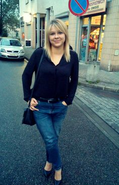 Jeans. Belt. Reserved. Blouse. H&M. Pins. Lasocki