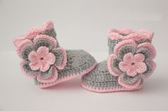 Crochet baby booties, baby girl shoes, boots, socks, pink, silver grey, gray, flowers, photo prop,baby shower gift size:9cm,11cm