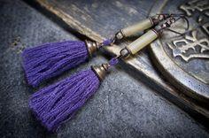 tribal tassel earrings • nomad • horn tube • Picasso beads • boho earrings • gipsy • purple woolen tassel • boucles d'oreilles ethniques by entre2et7 on Etsy