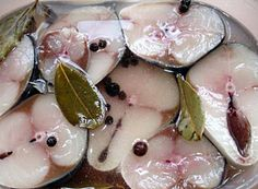 How delicious and easy to prepare salted fish at home. According to this recipe, you can pickle herring or mackerel fresh. After one day, a delicious Mackerel Recipes, Cooking Recipes, Healthy Recipes, Russian Recipes, Fish Dishes, Savoury Dishes, Fish And Seafood, Fish Recipes, Recipies
