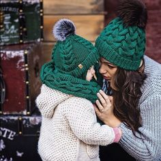 Mother and daughter knits Knit Beanie Hat, Crochet Beanie, Knitted Hats, Knit Crochet, Crochet Hats, Beret, Knitting For Kids, Baby Knitting, Bonnet Crochet