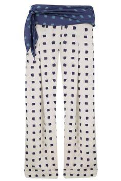 CALCA SULTAO Calça estampada, cós com passantes, 2 bolsos posteriores falsos e faixa para amarração.