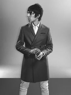 White denim by The Kooples. (Esquire UK/May Warm Outfits, Cool Outfits, Mens Fashion Casual Wear, Mod Hair, Tailor Made Suits, Mod Scooter, The Best Films, Skinhead, Mod Fashion