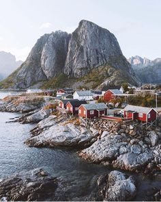 Clearly we all need to go to Norway. Photo by @northernelg. http://ift.tt/2cjLmUC