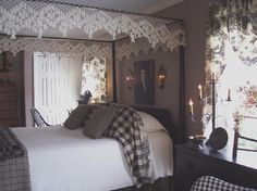 American Colonial bedroom . http://aprimitiveplace.homestead.com/Primitivestitcher-s-Photo-Gallery.html