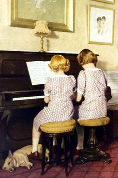 House of Windsor: Princess Elizabeth and Princess Margaret playing the piano. Look at the puppy. Queen Elizabeth Corgi, History Of Queen Elizabeth, Pictures Of Queen Elizabeth, Princess Elizabeth, Princess Margaret, Princess Kate, Santa Lucia, Margaret Rose, Queen Elizabeth