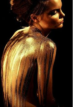 Things To Do Glitter DIY - Gold Glitter Shoes - Glitter Quotes Sparkles - Glitter Photography, Body Art Photography, Portrait Photography, Gold Aesthetic, Aesthetic Gif, Glitter Fotografie, Photographie Art Corps, Body Glitter, Mermaid Glitter