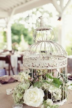 Simple but elegant white birdcages filled with flowers for wedding table centerpieces Top 11 Wedding Bird Cage Ideas Chic Wedding, Wedding Table, Rustic Wedding, Dream Wedding, Wedding Ideas, Wedding Vintage, Ivory Wedding, Perfect Wedding, Wedding Simple