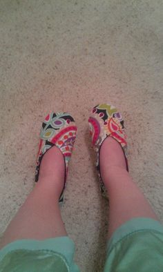 Kimono Slipper Tutorial  By Lauren Mackey           Materials Needed:  Pattern   ( Cut to fit you. I have added a size conversion and measur...