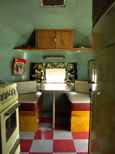 Nice and simple, really like it. 1957 vintage camper. I would love a little camper to tour the country with :^)