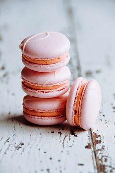 Hint of Vanilla: Strawberry Passion Fruit Macarons - macaron recipe Just Desserts, Delicious Desserts, Dessert Recipes, Yummy Food, Cookie Recipes, French Desserts, Tea Cakes, Macaron Flavors, Macaron Cookies