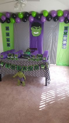 Superhero-Party-Decoration What a lovely idea for our next avengers-party. Hulk Birthday Cakes, Hulk Birthday Parties, Superhero Birthday Party, 5th Birthday, Birthday Ideas, Avenger Party, Hulk Party, Superhero Party Decorations, Birthday Party Decorations