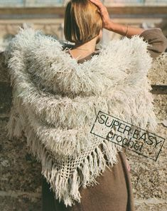 White Faux Fur Shawl is a vintage crochet pattern for a triangle-shaped shawl with a fringe, from Mon Tricot ★ Yarn: Crochet Shawls And Wraps, Crochet Scarves, Crochet Clothes, Knit Crochet, Crochet Style, Crochet Shirt, Unique Crochet, Vintage Crochet, Simple Crochet