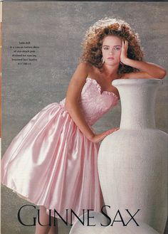 Prom gowns are going romantic! Full-length pink taffeta-confections - like those from Gunne Sax -- are the hottest-selling dream creation as high school prom season nears. Take a look back! Vintage Prom, Mode Vintage, 80s Fashion, Vintage Fashion, Chubby Fashion, Swag Fashion, Korean Fashion, Vintage Outfits, Fashion Tips
