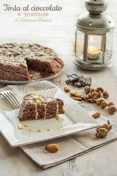 E' buona, è cioccolatosa, è profumata e morbida e golosa. E' la torta al cioccolato e nocciole ricetta del Maestro pasticcere Antonio Chiera. Davvero unica.