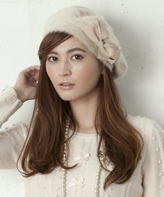 My favorite hat! I often wear this one when I go to university. Brand: tocca