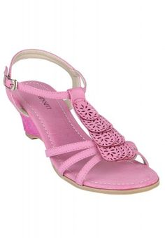 It's time to look your best with these pink sandals from Miss Bennett. With an interesting strap design and wedge heels, these sandals will add a feminine charm to your personality. To get the look worth flaunting, combine these sandals with a pair of jeans or shorts and a top.