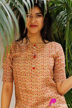 Salwar Suit Neck Designs, Silk Kurti Designs, Simple Kurta Designs, Neck Designs For Suits, Kurta Neck Design, Dress Neck Designs, Kurta Designs Women, Kurti Designs Party Wear, Blouse Designs