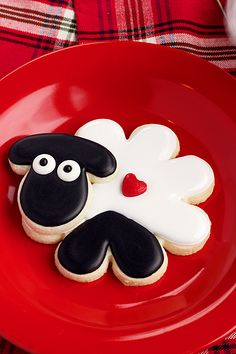 How to Make East Decorated Sheep Cookies with Royal Icing | The Bearfoot Baker