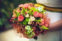 Por las flores, por los colores, siempre hay un ramo ideal para cada novia. Si el estilo tranquilo, romántico y muy bohemio de las flores del campo es el tuyo, deléitate con esta selección de arreglos que hemos preparado para ti.
