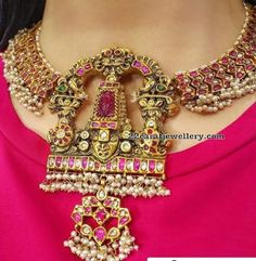 22 Carat gold traditional South Indian necklace adorned with rubies, polki diamonds and pearls by Harini Fine Jewellery. Indian Wedding Jewelry, Indian Jewelry, Indian Weddings, Ethnic Jewelry, Indian Bridal, Royal Jewelry, Gold Jewelry, Resin Jewellery, Handmade Jewellery