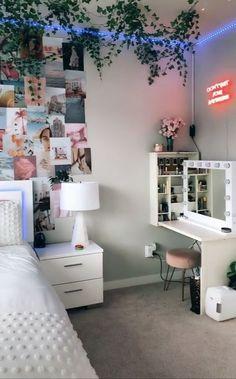 Bedroom Decor For Couples, Room Ideas Bedroom, Teen Room Decor, Bedroom Inspo, Couple Bedroom, Ikea Bedroom, Bedroom Inspiration, Indie Bedroom Decor, Diy Room Decor Tumblr