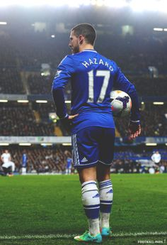 Eden Hazard// when he changed his number to ten, I was shocked coz I felt the number 17 fitted him so well😂😍💙 Chelsea Fc, Chelsea Football, Best Football Players, Rugby Players, Real Madrid, Eden Hazard Chelsea, Chelsea Players, Newcastle United Fc, Match Of The Day