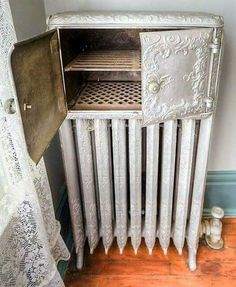 A radiator oven was sometimes found in the dining room, and it was used to kept food warm until served. It was a rare, luxury item.