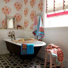 Home Design Lover 15 Stylish Eclectic Bathroom Design Ideas - Home Design Lover Eclectic Bathroom, Retro Bathrooms, Bathroom Styling, Quirky Bathroom, Bathroom Green, Outdoor Bathrooms, Bathroom Laundry, Floor Wallpaper, Bathroom Wallpaper